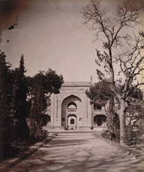 Exterior view of the gateway to Itimad-ud-Daulah's Tomb, Agra.